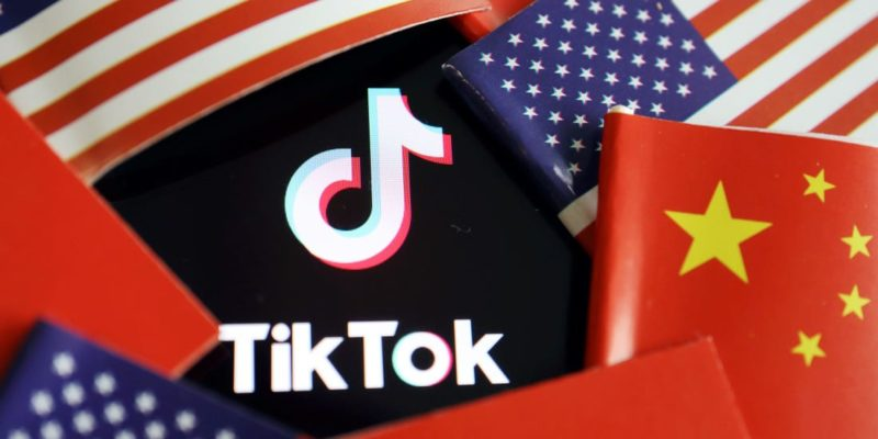 TikTok logo surrounded by US and China flags