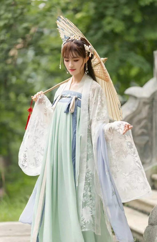 Traditional Hanfu clothing