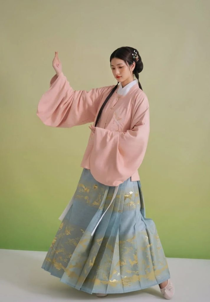 Traditional Hanfu clothing